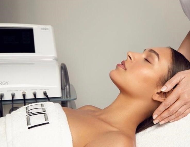 Enjoy A Synergy Eye Revive Or Jowl Lift With An Express Microdermabrasion Treatment Lift For Just £50.00